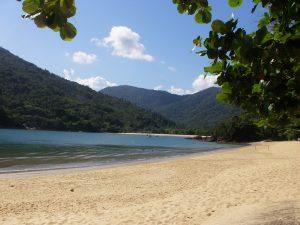 Vista da Praia do perequê-mirim visto da praia da Santa Rita em Ubatuba